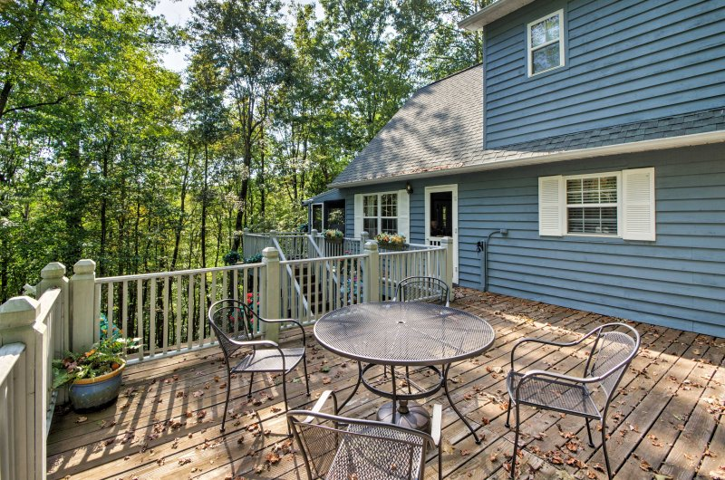 Escape to the tranquil Smoky Mountains for a peaceful getaway at this 2-bedroom, 3-bath vacation rental home in Franklin.