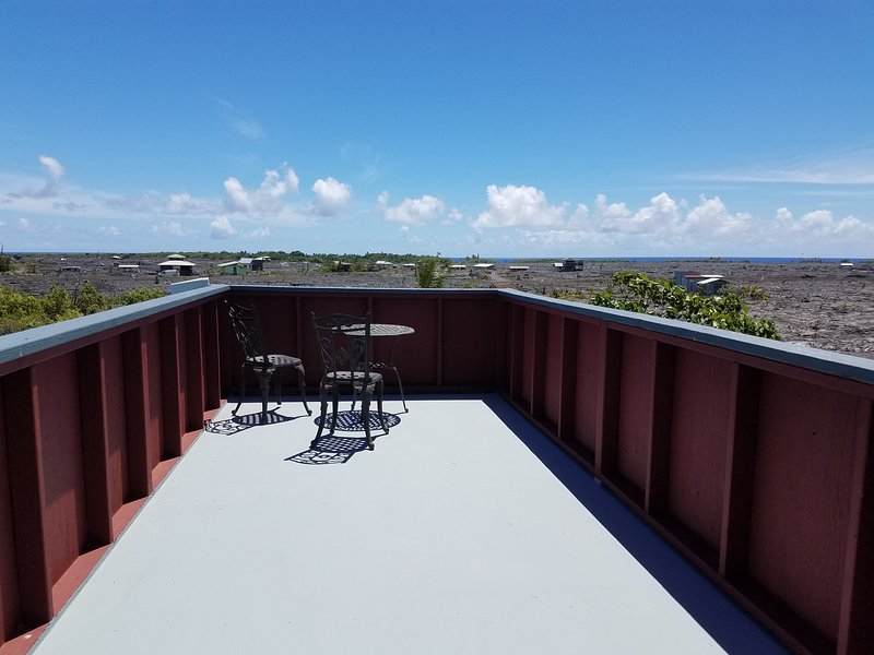 Upper lanai. Panoramic views. Great star gazing.