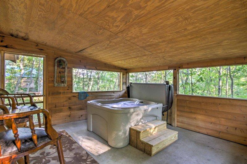 ¡Las estribaciones de las Montañas Rocosas te esperan en esta casa de alquiler de vacaciones en Sevierville!