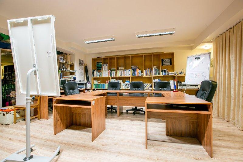 Abrir esquina espacio Coworking - atmósfera creativa para sus reuniones