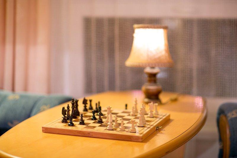 Tomar descanso mental - ¿Todavía recuerda cómo jugar al ajedrez? Disponibles varios juegos de mesa