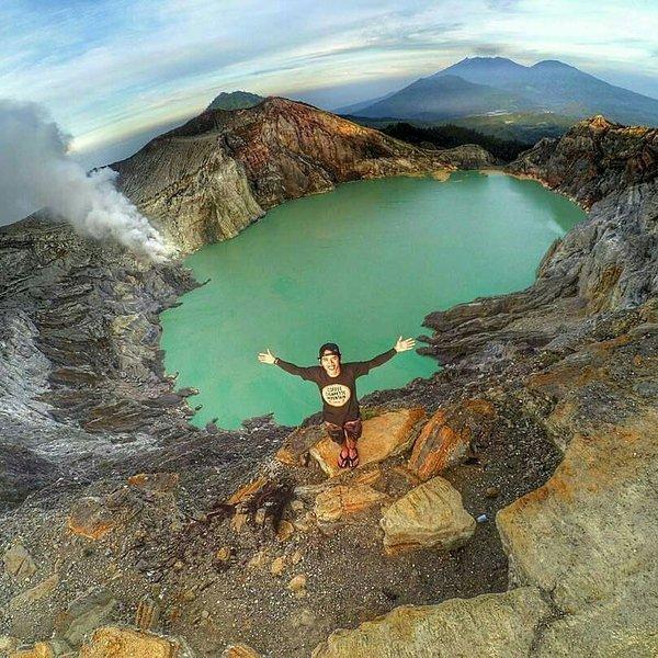 Bezoek de Ijen Crater in Java, laat de villa op 11 in de avond naar de blauwe vlammen te zien