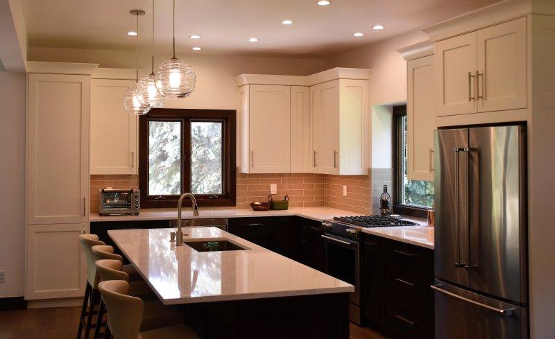 Küche mit Edelstahl-Geräte