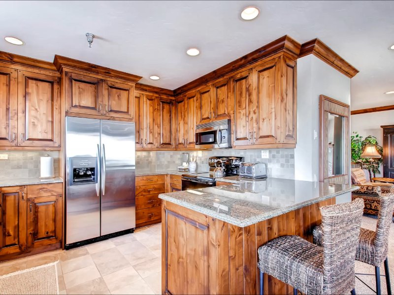 Fully Equipped Kitchen and Breakfast Bar