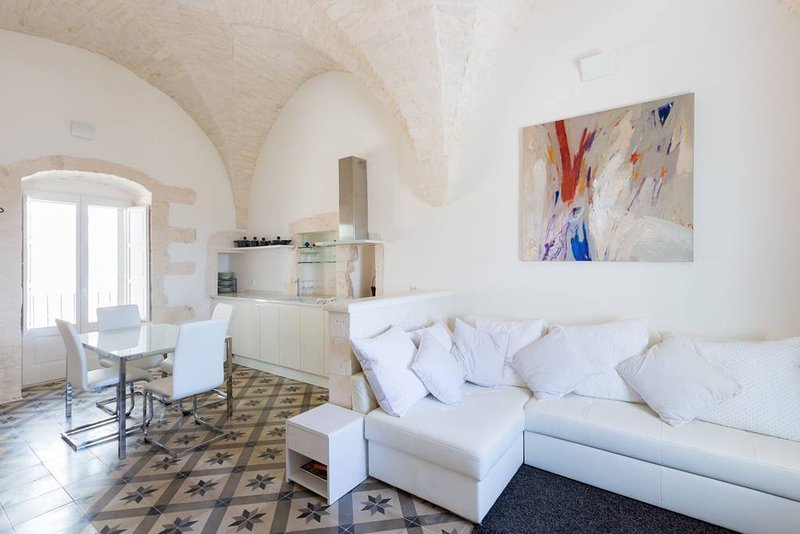 Light & airy studio apartment with stunning ceilings and discrete living, eating and sleeping areas