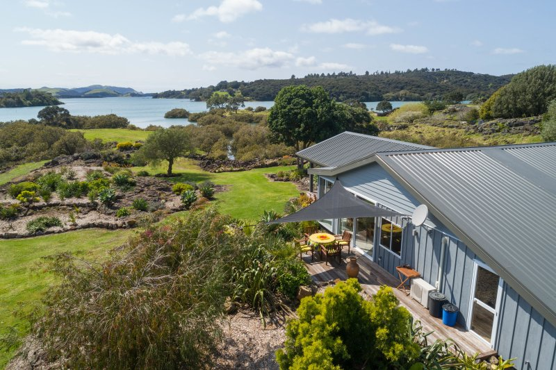 Waterfront Peninsular on Hauparua Inlet, Kerikeri