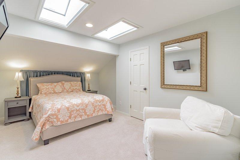 Bedroom 7 with Skylights & Sleeping for 3 (1 Queen)