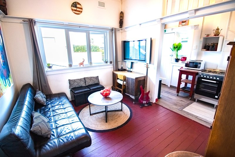 Sunny hip 2BDR beach apartment bondi beach, vacation rental in Kingsford