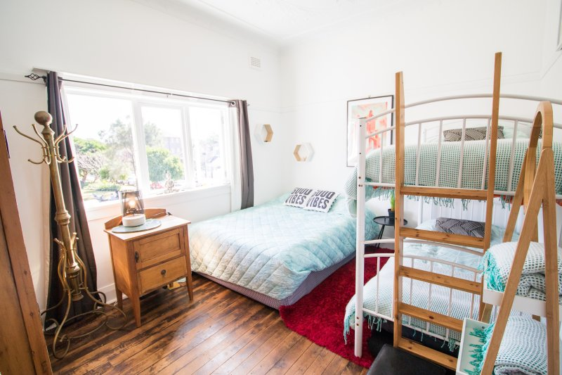 Bedroom with 1 queen and 1 bunkbed