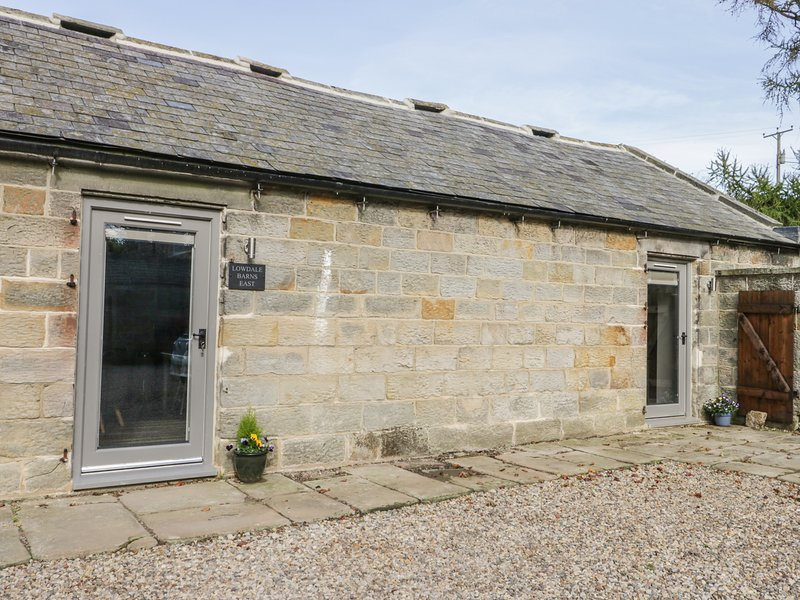 LOWDALE BARNS EAST, Smart TV, underfloor heating, exposed wooden beams and, holiday rental in Briggswath