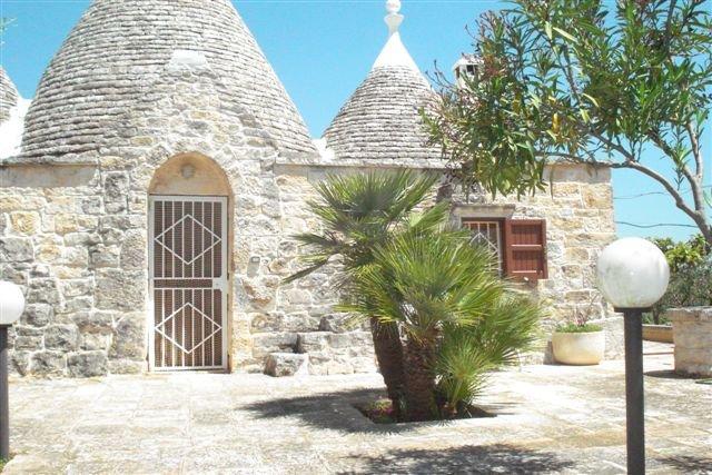Trullo Anna in Valle d'Itria, holiday rental in Tanzarella