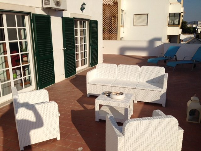 toutes les pieces donnent sur la terrasse  all rooms have access to the terrace