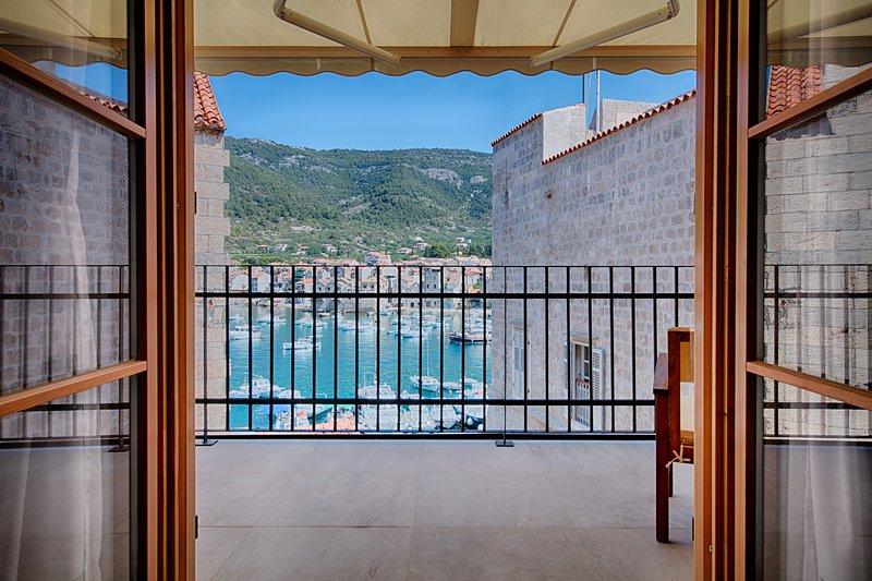 Demaria - Apartment in Komiža with Sea view, alquiler vacacional en Comisa