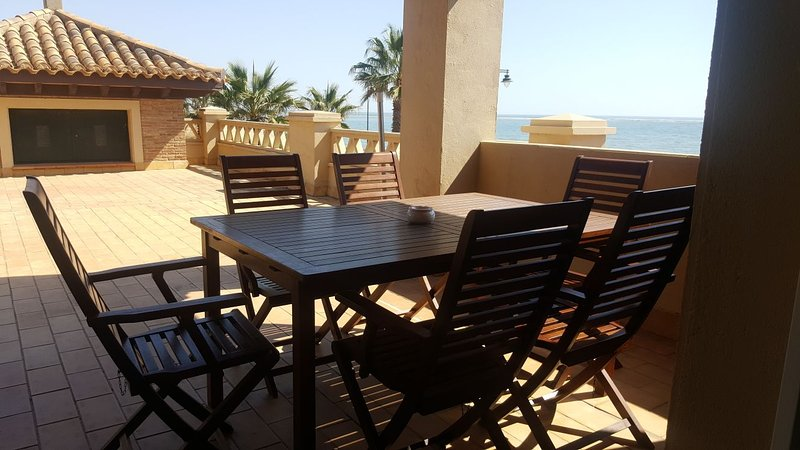 TOP APARTMENT BEACH AND GOLF, holiday rental in Isla Canela