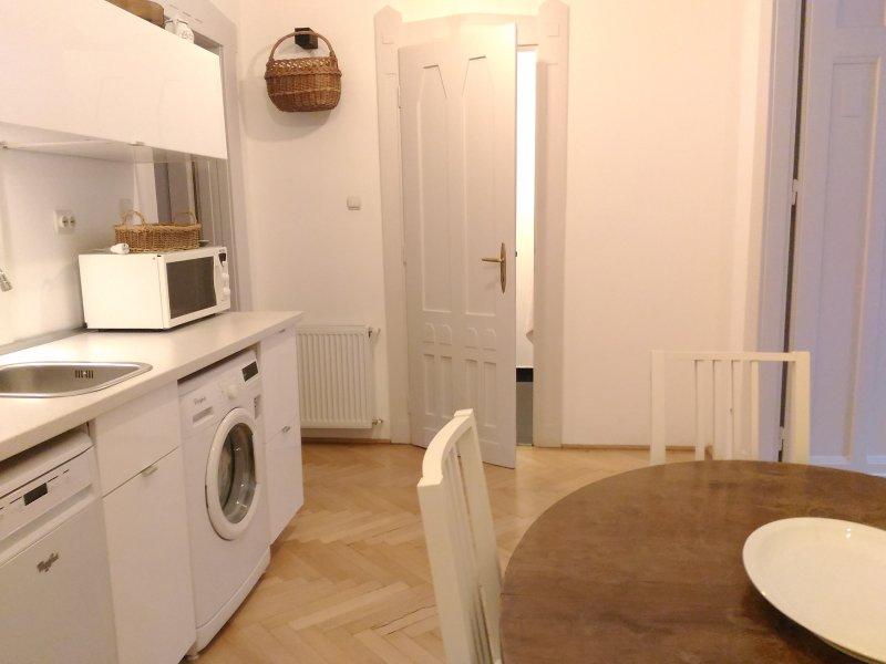 die Küche und Esszimmer
