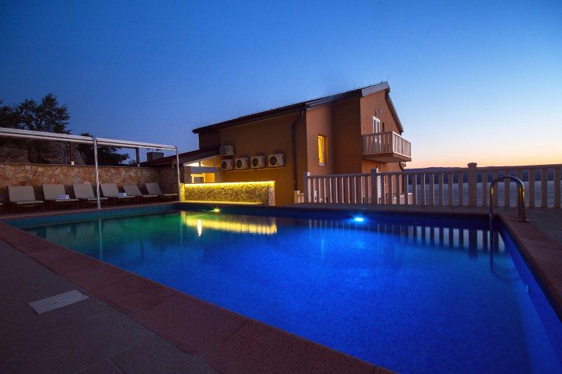 Villa Ana y hermosa puesta de sol