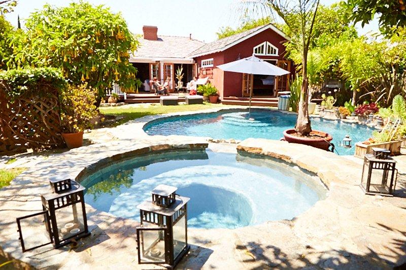Premium Pool SoCal Spa Retreat Orchard Private R&R LA Near Universal Hollywood, holiday rental in San Fernando