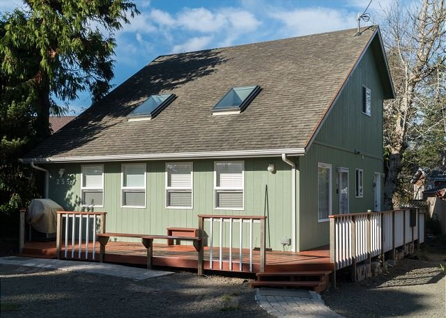 Three bedroom 2 bath home located in Glen Eden Beach with great beach access!, casa vacanza a Gleneden Beach
