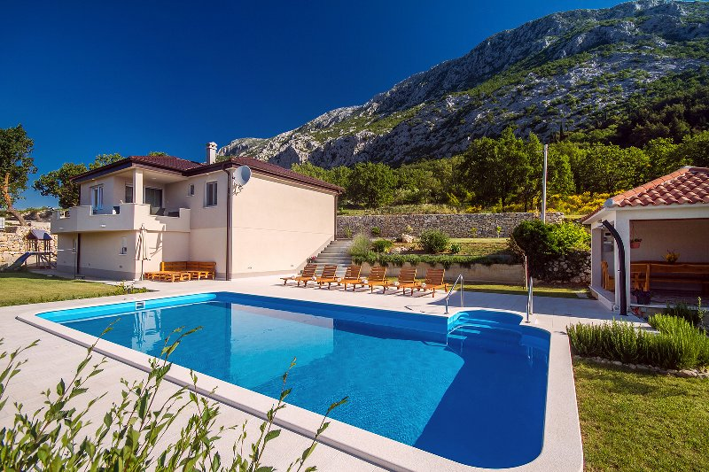 Villa Beybe with 50 square meter pool, pool table, playground & mini golf