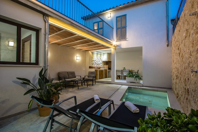 Pollenca Villa Sleeps 6 with Pool Air Con and WiFi - 5479395 Chalet in Puerto Pollensa