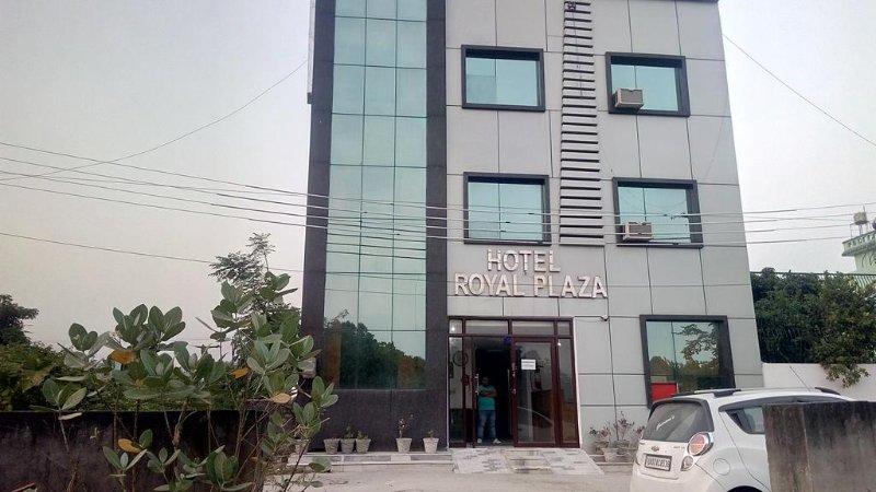 Hotel Royal Plaza A Modern Class Budget Hotel in Haridwar Near Har Ki Pauri, location de vacances à Haridwar