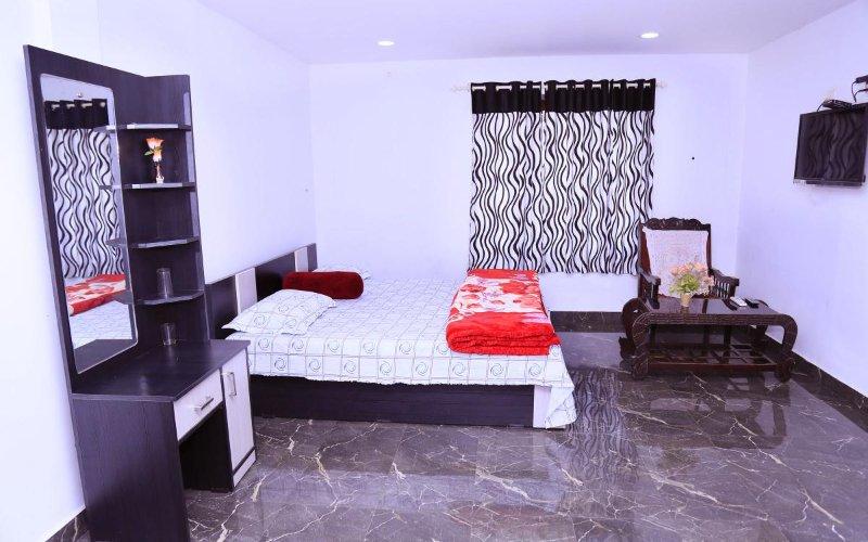 Relief Nivas Lodge - Bedroom 1, holiday rental in Thekkady