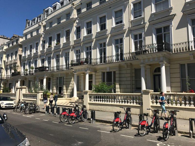 alquiler de bicicletas justo fuera para facilitar gira en Londres lugares de interés.