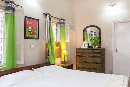 AT NARAYANIZ ACE GUESTHOUSE ROOM 2, GOVERNMENT. OF INDIA CERTIFIED, holiday rental in Kolkata (Calcutta)