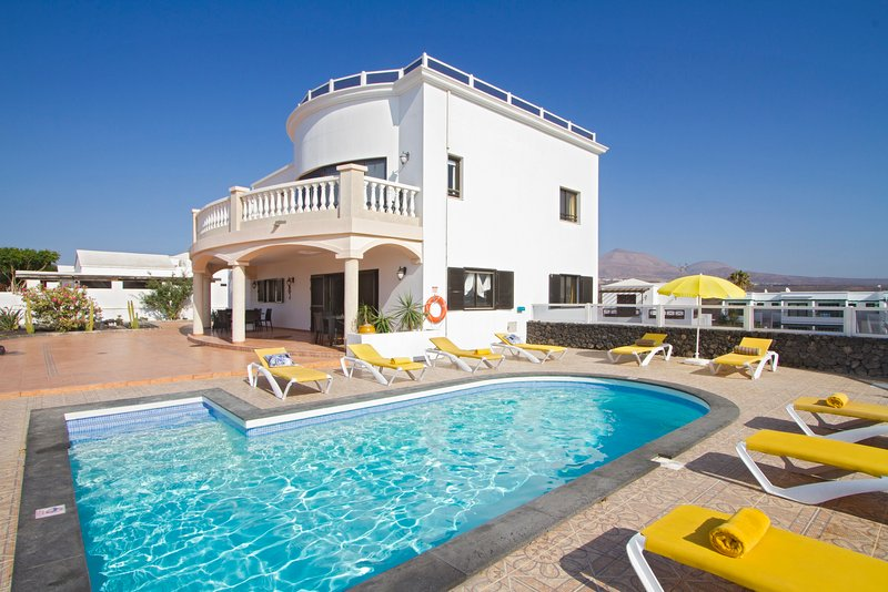 Villa Palmera - beautiful 6 bed with private pool and games room, holiday rental in Tias