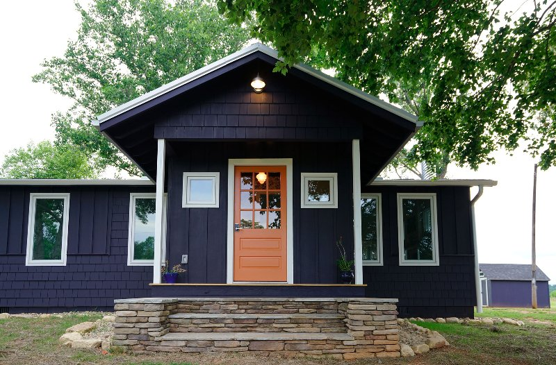 The Orange Door-seconds from TIEC-modern cottage-3 Bedroom 2 Bath sleeps 6, vacation rental in Tryon