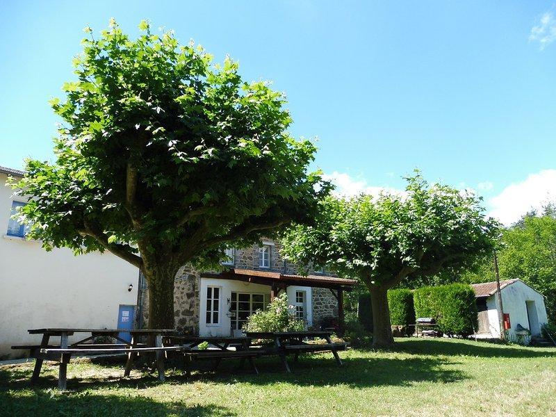 Grand gite de groupe au coeur de l'Ardèche à Vernoux-en-Vivarais, 35 couchages, casa vacanza a Gluiras