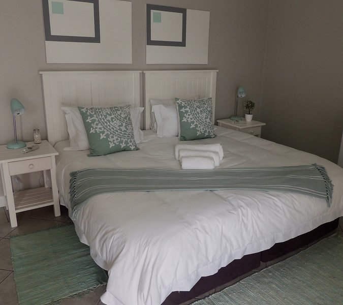 La Mer Guesthouse King or Twin Room 5, vacation rental in Beachview