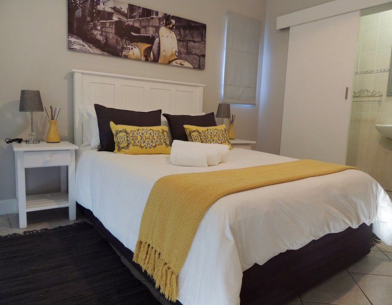 La Mer Guesthouse Double Room 7, holiday rental in Humewood