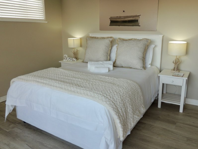La Mer Guesthouse Triple Room 10, holiday rental in Humewood