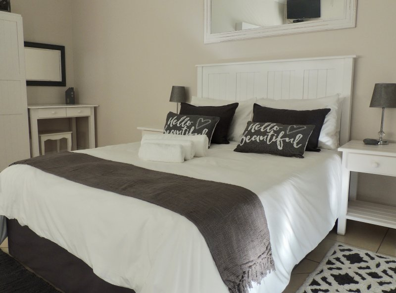 La Mer Guesthouse Triple Room 9, holiday rental in Humewood