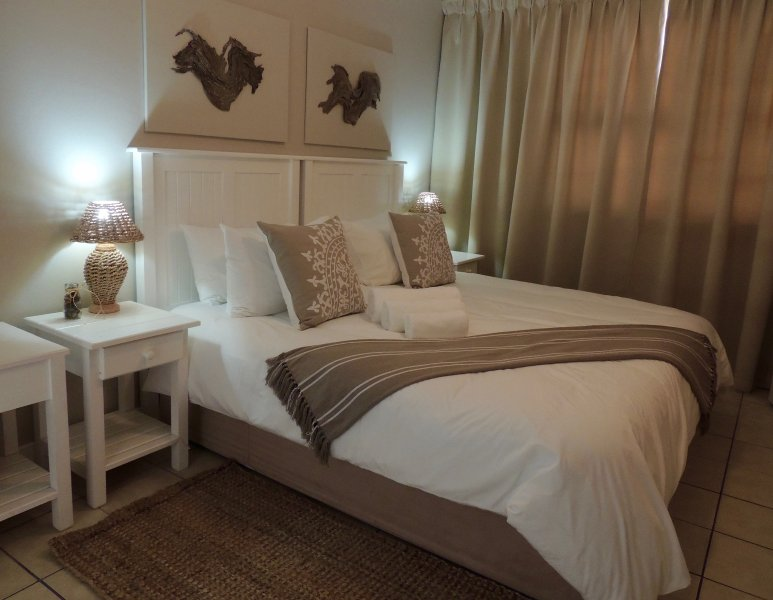 La Mer Guesthouse King or Twin Room 11, holiday rental in Humewood