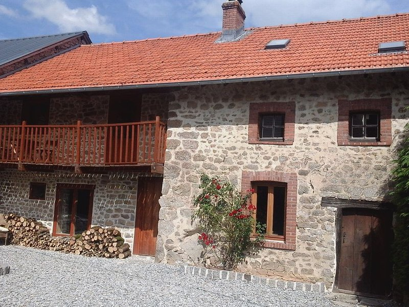 Peaceful And Tranquil country property near Bourganeuf, vacation rental in Janaillat