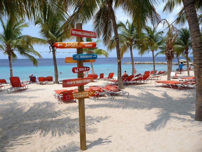Nuestra playa privada y otras actividades.