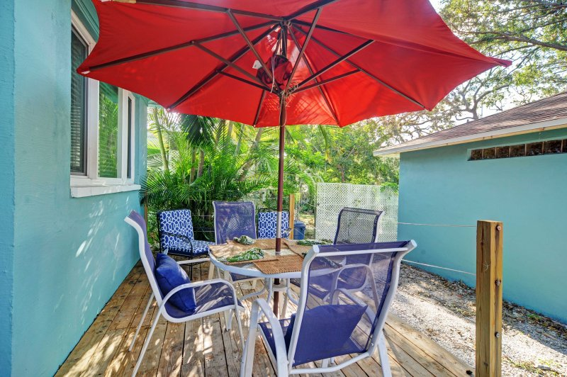 Follow your wanderlust to this 3-bedroom, 2-bathroom vacation rental in the coastal  town of Dunedin!