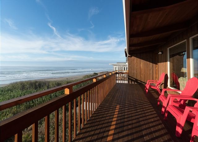 Experience Oceanfront Oasis in this three bedroom home on the OR coast!, holiday rental in Lincoln Beach
