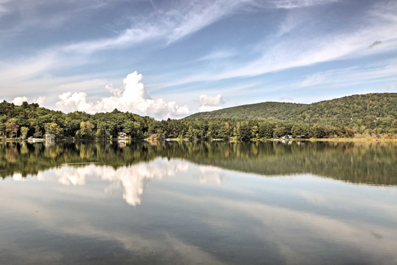 You'll never get over these beautiful lake views during your stay!