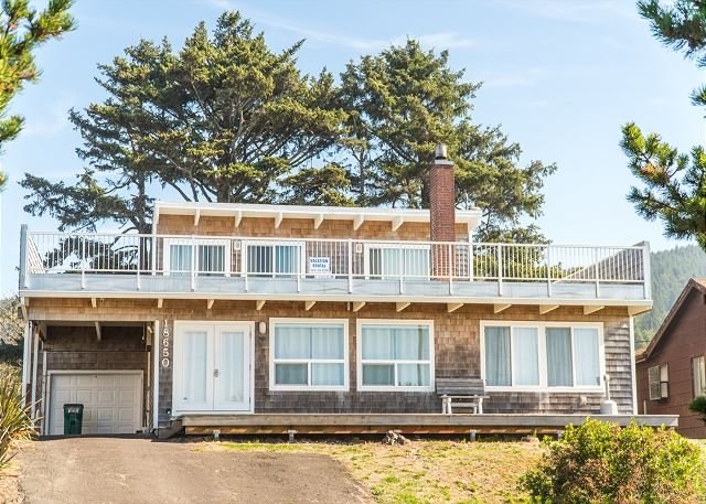 Located on the North Oregon Coast in Rockaway Beach oceanfront large home!, location de vacances à Rockaway Beach
