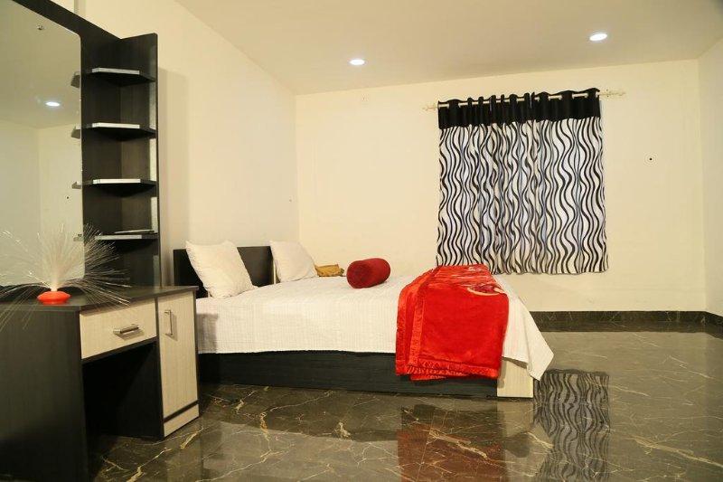 Relief Nivas Lodge - Bedroom 3, holiday rental in Thekkady