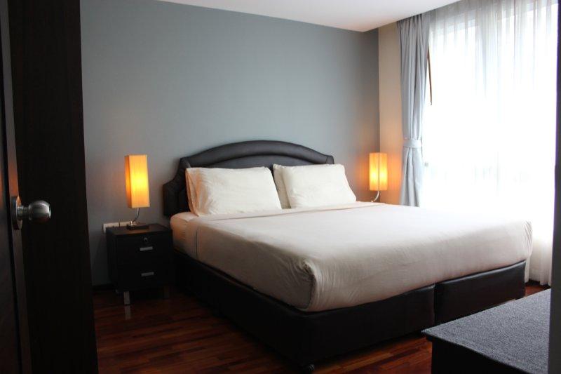 comodo letto incredibilmente con biancheria da letto di alta qualità. Un sonno della buona notte per essere pronti per un altro da