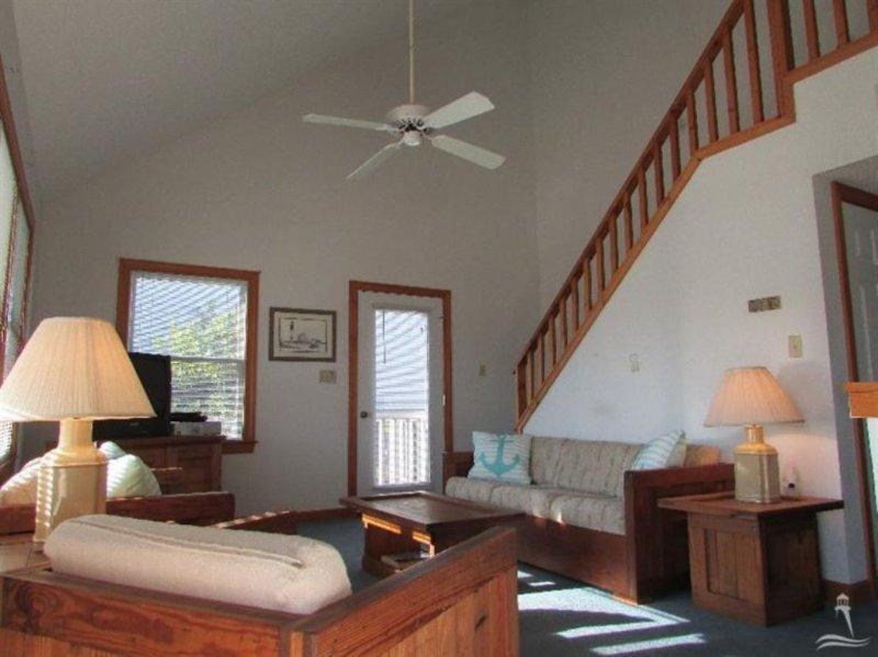 Bedroom,Indoors,Room,Banister,Handrail