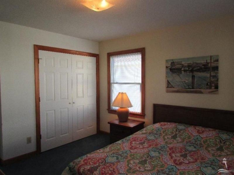 Bedroom,Indoors,Room,Lamp,Table Lamp