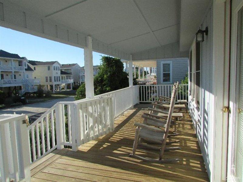 Deck,Porch,Banister,Handrail,Building