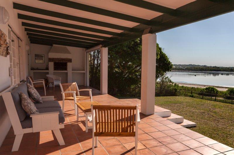 Birdsong veranda - stunning view