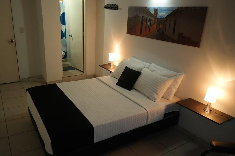GUERNIKA HOSTEL - B&B bedroom 1, vacation rental in Socorro