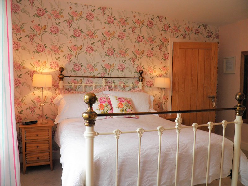 Sidmouth bed & breakfast luxury guest accommodation in Sidmouth - Bedroom 3, holiday rental in Sidford